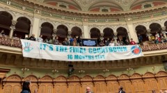 Активисти за климата спират работата на парламента в Швейцария