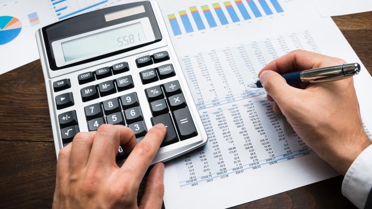Правителството прави незначителни бюджетни разходи за борба с кризата