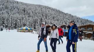 Николова агитира родителите да пращат децата си на почивка в Банско