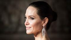 Анджелина Джоли отвръща на удара
