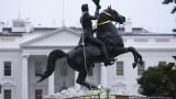 Тръмп плаши с 10 г. затвор всеки, който събаря паметници