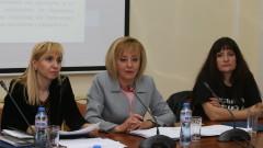 Мая Манонолова не отстъпва от законопроекта за личната помощ