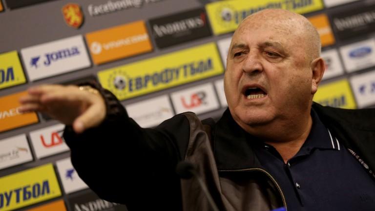 Венци Стефанов поиска изваждането на отбор от Първа лига