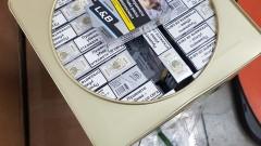 Иззеха контрабандни цигари и тютюн в тенекии за семена и луковици