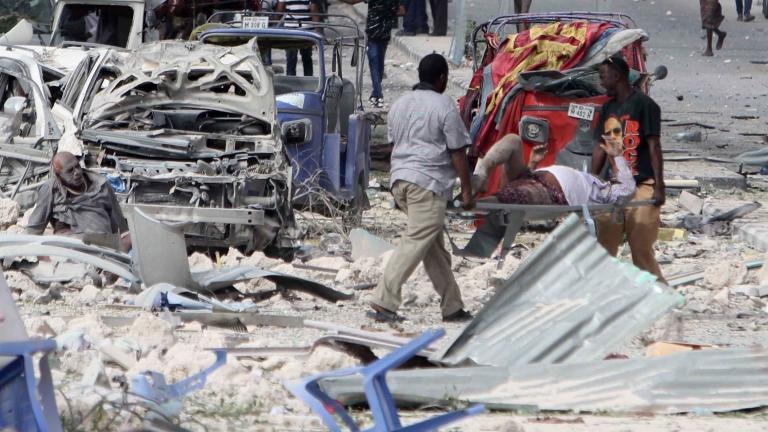 Атентат с кола бомба до хотел в столицата на Сомалия