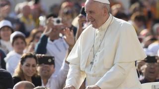 Папата се среща с патриарх Неофит, президента и премиера