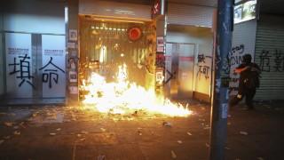 Евакуираха университета в Хонконг заради експлозия