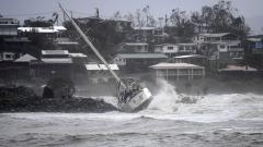 Силата на циклона Деби отслабна в Австралия, щетите са големи