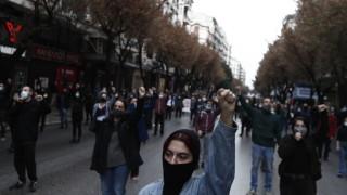 Сълзотворен газ и водни оръдия в Гърция на годишнина от студентските бунтове