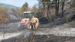 Втори ден гасят пожара между областите Стара Загора и Хасково