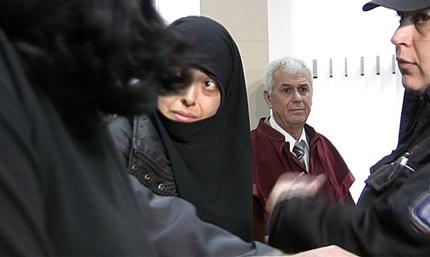 Обвинените в радикален ислям остават в ареста