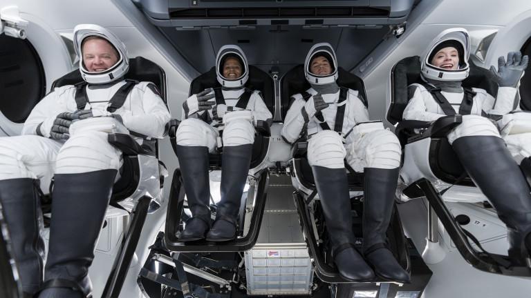 Кой ще стигне със SpaceX там, където никой друг не успя