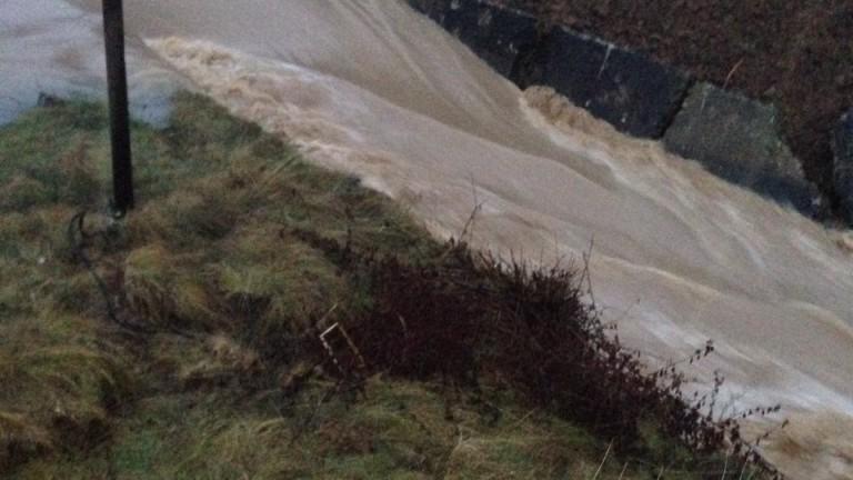 Вода заля хиляди декари в община Садово