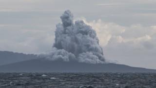 Мащабно срутване на вулкан предизвикало цунамито в Индонезия