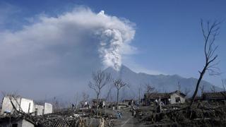 """Индонезия под тревога – """"задава"""" се Бромо"""