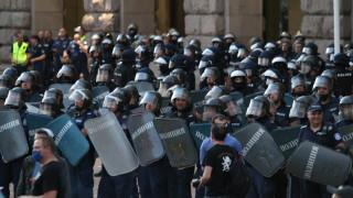 9 полицаи са ранени от началото на протестите у нас