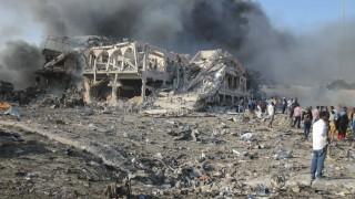 Жертвите на атентата в Сомалия надхвърлиха 50