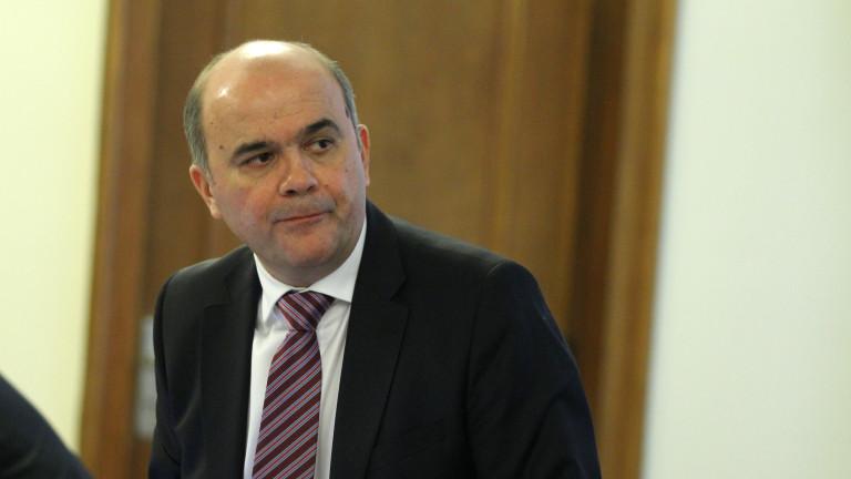 Бисер Петков с ресурса на държавата правел възможното