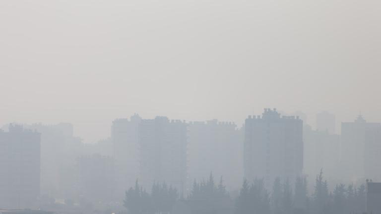 """Жители на пернишкия квартал """"Църква"""" недоволстват заради мръсен въздух"""