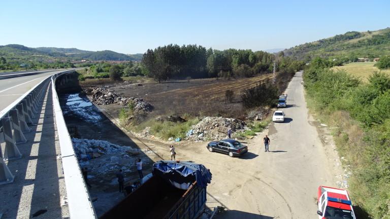 АПИ подава сигнал в прокуратурата срещу собственика на сметището заради пожара край Дупница