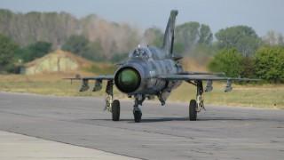 Румънски изтребител МиГ-21 се разби в поле близо до Черно море