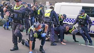 В Австралия искат разширяване на властта на силовите структури за следене