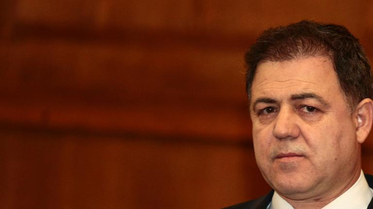 Депутатите бойкотираха военния министър Ненчев