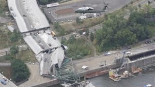 Буш облетя с хеликоптер срутилия се в Минесота мост