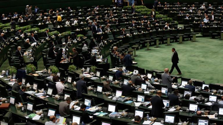 Снимка: Парламентът на Иран определи цялата на армия на САЩ за терористична организация