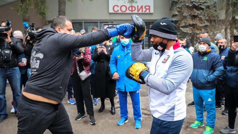 Президентът на АИБА Умар Кремльов проведе открита тренировка с част