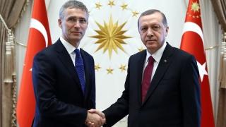 Столтенберг отива в Анкара, за да обсъжда Сирия с Ердоган