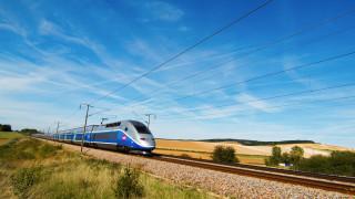 Влак прегази трима мигранти във Франция, четвърти е тежко ранен