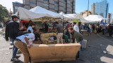 Протестиращите в Ливан отблокират ключови артерии след оставката на премиера