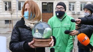 Екоактивисти с предколеден подарък за Фандъкова