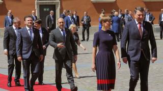 Радев иска запазване на политиката на отворени врати на НАТО