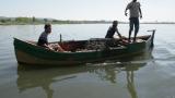 Събарят незаконни рибарски постройки край Бургас