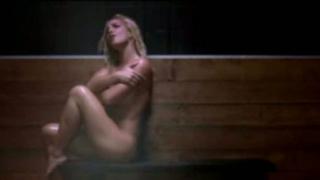 Бритни отново цъфна гола голеничка (видео)