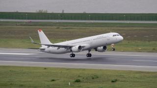 Пътнически самолет от Берлин за Египет кацна в Будапеща заради бомбена заплаха