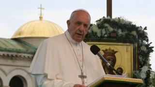 Папата показа, че бурето с барут не е само на Балканите