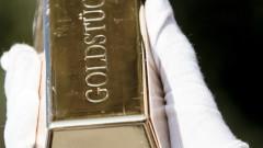 Цената на златото падна под 1500 долара за първи път тази година