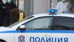 Мъж с бухалка вилня в магазин във Велико Търново