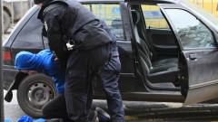 Задържаха двама за стрелба от кола с газов пистолет край Брестник