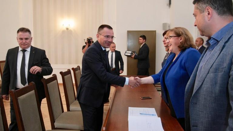 Евродепутатът Джамбазки ставал и за кмет, и за президент