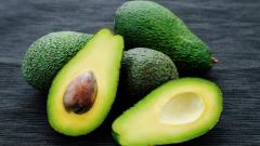 Как да нарежем авокадо за няколко секунди