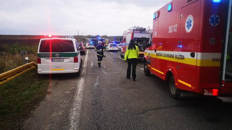Най-малко 13 души загинаха, а 20 са ранени при катастрофа