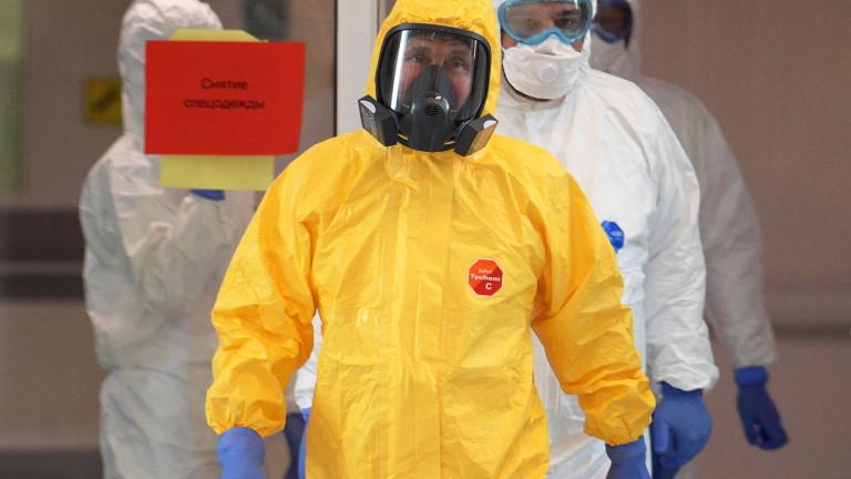 Путин облече защитен костюм и посети болница за коронавирус /СНИМКИ/