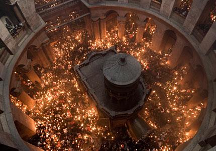 Благодатният огън слезе в храма на гроба Господен