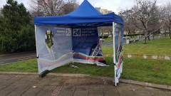 """Задържаха """"сериен драскач"""" на предизборни шатри в Бургас"""