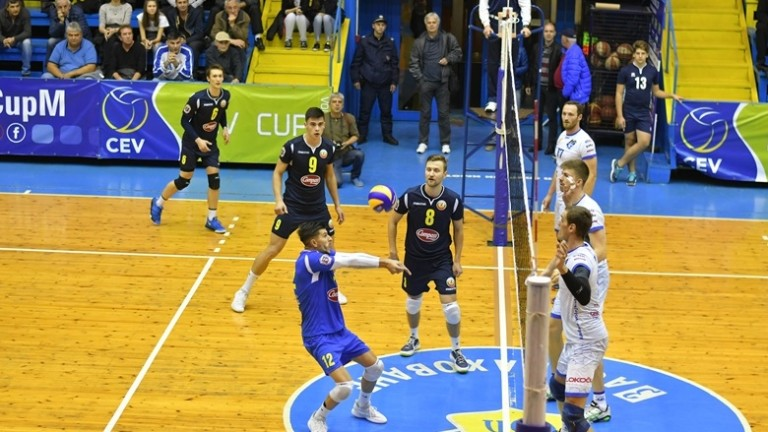 Сезон 2020/2021 в мъжкия волейбол ще продължи да се провежда в две групи