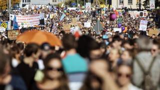 Многохиляден протест в Берлин срещу ксенофобията и крайнодесните